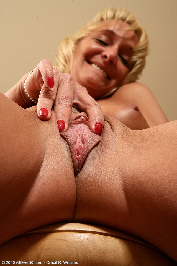 Nice Mature Pics  Homemade older women raunchy dirty cum
