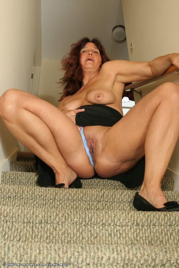 Mature models in nude pics