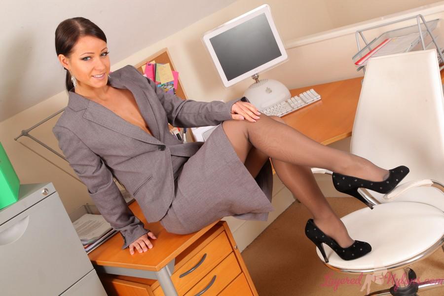 Красивые ножки начальницы