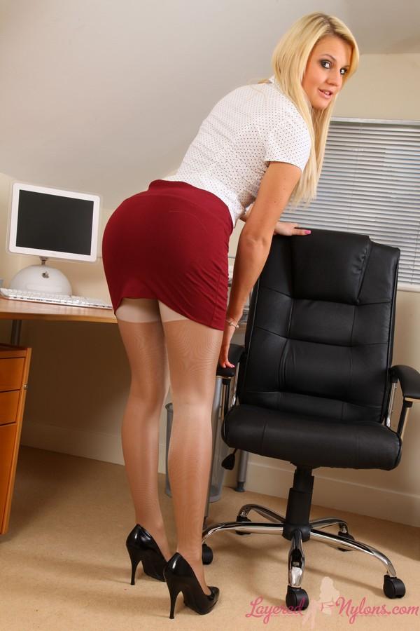 Большие жопы секретарш видео интересная